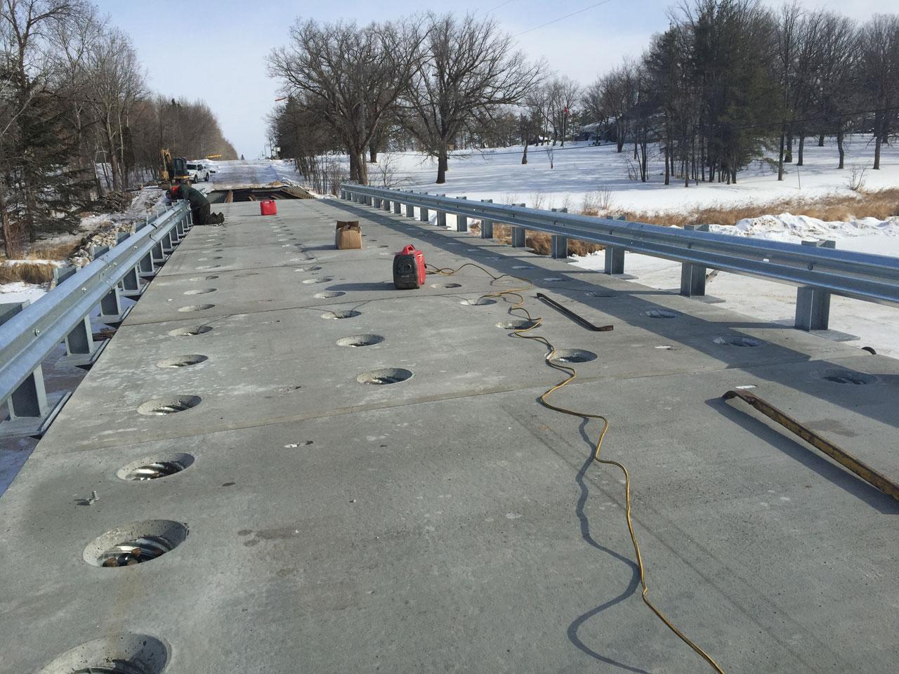 bridge construction with composite precast concrete deck panels, ballast walls and caps - Rapid-Span